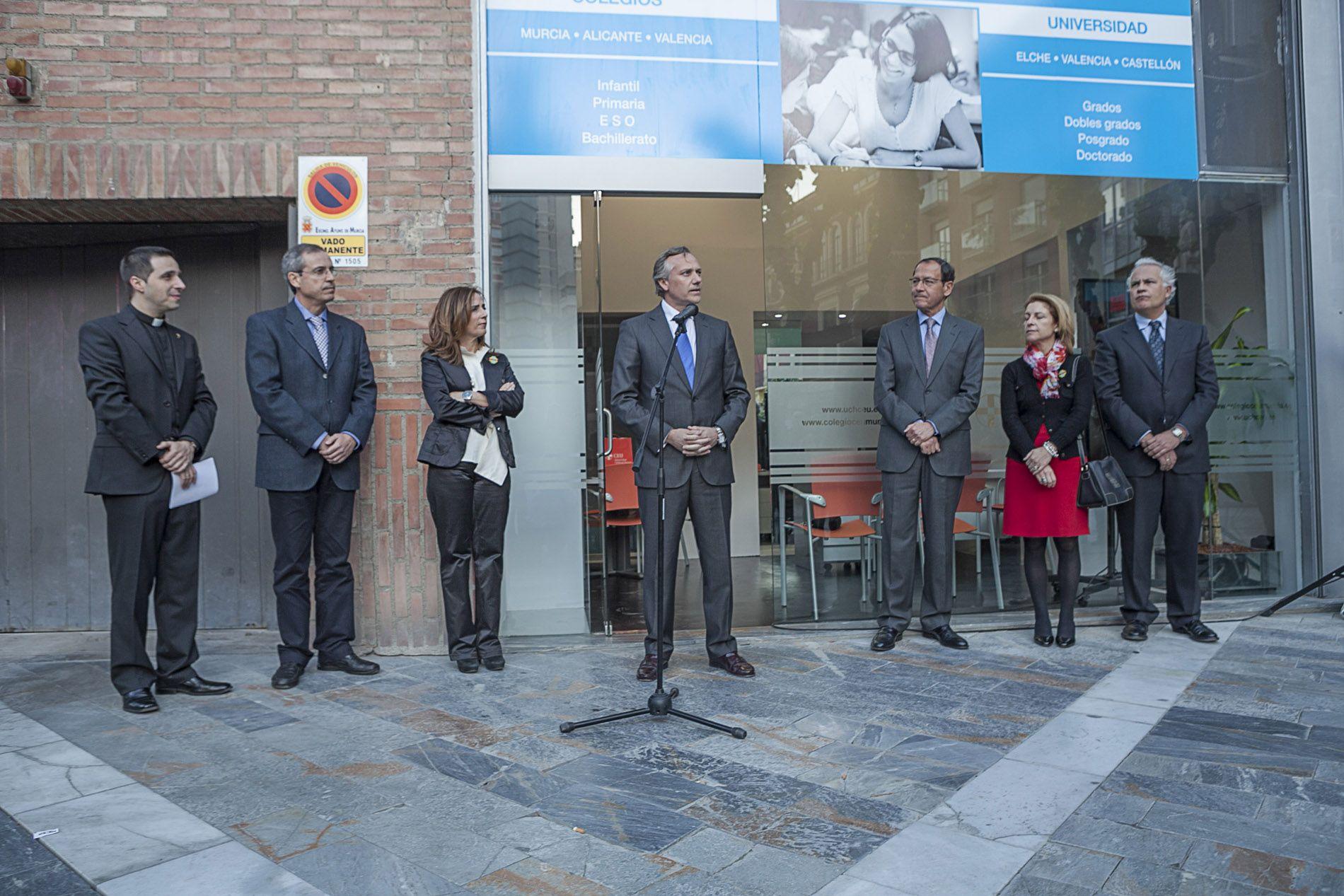 El alcalde de murcia inaugura la oficina de informaci n de for Oficina empleo murcia