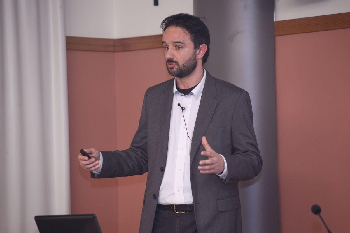 El doctor Álex Mira, director del laboratorio de Microbioma Humano en el Área Genómica y Salud de la Fundación FISABIO, en CEU Descubre.