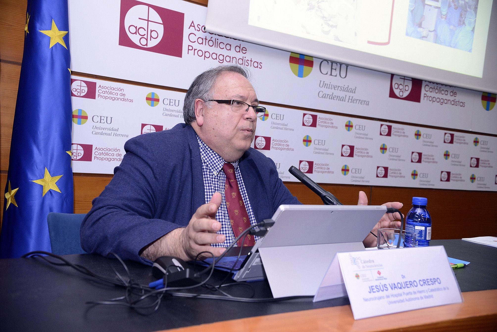 El neurocirujano Jesús Vaquero, durante su conferencia en la inauguración de las actividades de la Cátedra de Neurociencias CEU-Hospitales NISA.