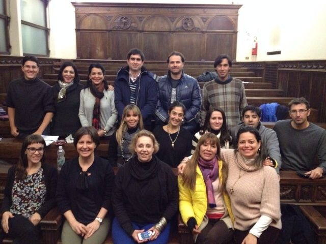 La profesora de la CEU-UCH Susana Sanz (en primera fila, segunda por la izda.), junto a los juristas latinoamericanos asistentes al curso en la Universidad de Perugia (Italia).