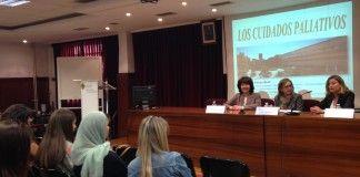 Encarna Pérez, la vicedecana de Enfermería Loreto Peyró y la profesora Isabel Serra, en la presentación de CEU Descubre.