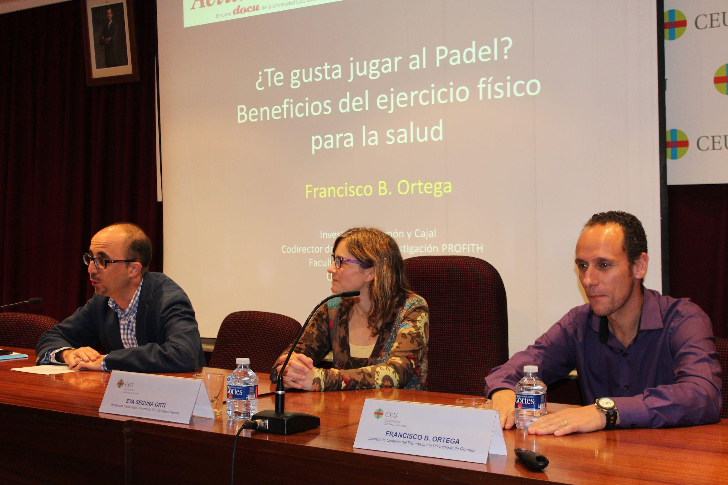 Enric Poch, coordinador de CEU Descubre; Eva Segura, vicedecana de Fisioterapia, y Francisco B. Ortega, investigador Ramón y Cajal de la UGR, en la presentación de CEU Descubre.
