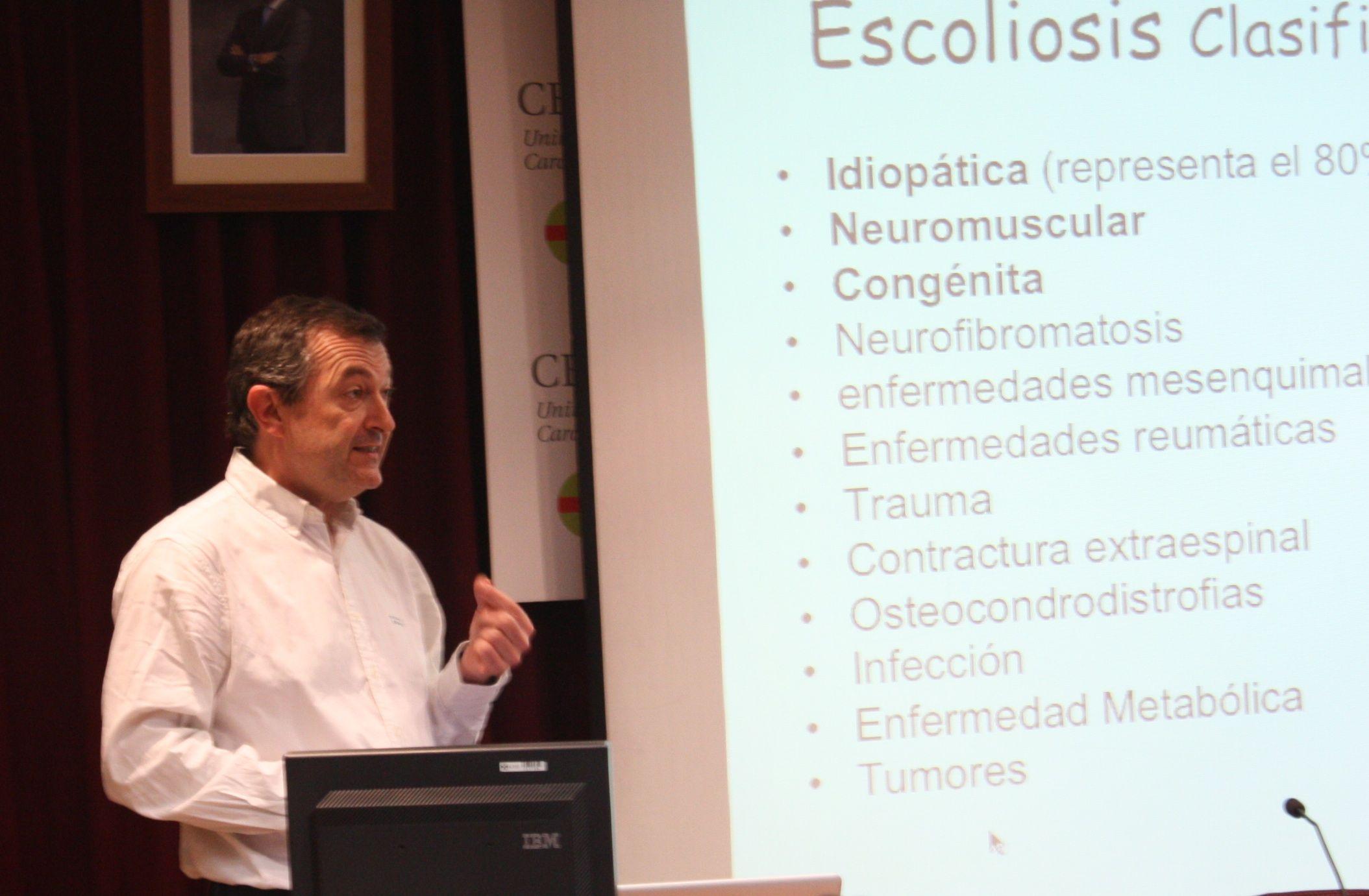El profesor Julio Doménech, durante su participación en el ciclo CEU Descubre.