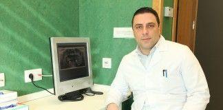 El investigador Salvatore Sauro, profesor del Grado en Dentistry (Odontología bilingüe) de la CEU-UCH.