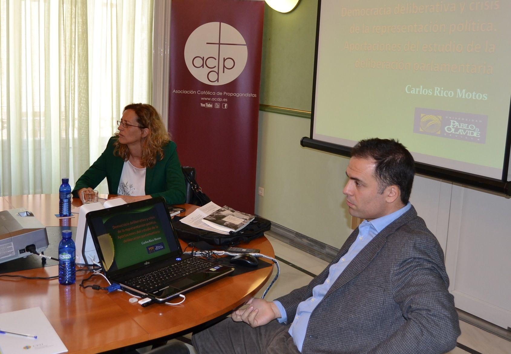 Elena García Guitián, de la Universidad Complutense, y Carlos Rico, de la Universidad Pablo de Olavide, ponentes invitados al Seminario.