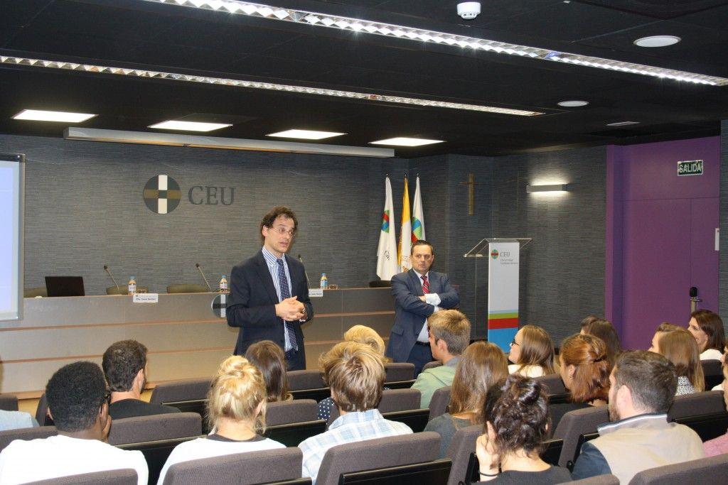 Bienvenida del vicerrector y del director del CEU a los alumnos franceses