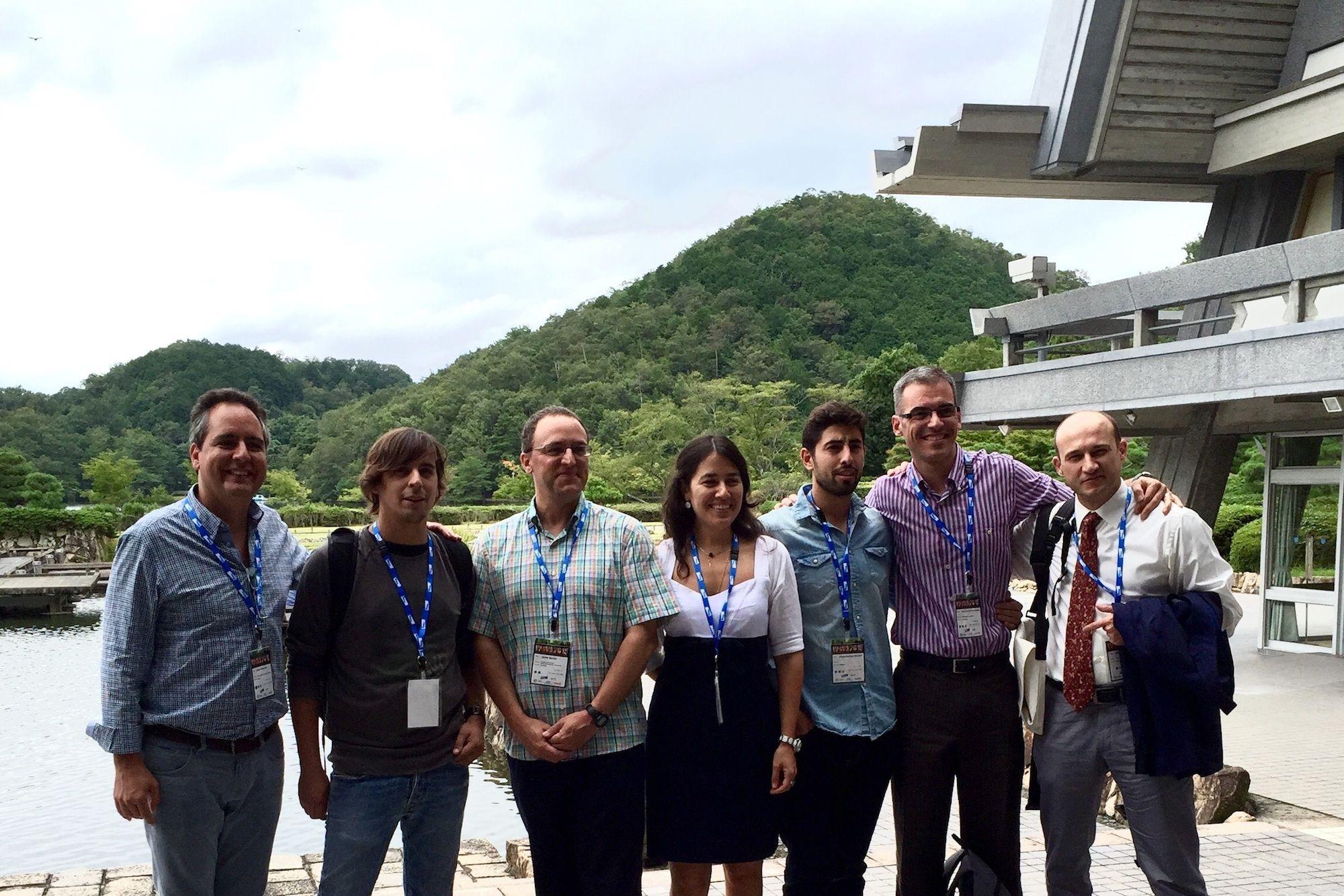 Los profesores Redondo (a la izq.) y Martínez Taboada (segundo por la dcha.), junto a varios congresistas en el 12th World Congress of Veterinary Anaesthesiology, en Kioto.