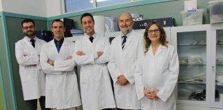 Los investigadores en Fisioterapia de la CEU-UCH Juan José Amer, Juan Francisco Lisón, Vicent Benavent, Pedro Rosado y Eva Segura, autores del estudio publicado por Physiotherapy.