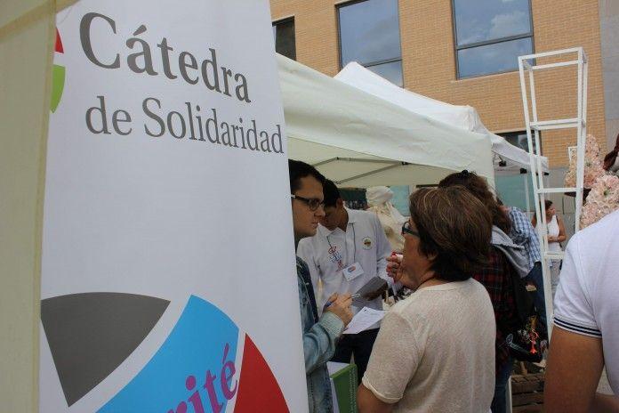 alumnos-stand-solidaridad
