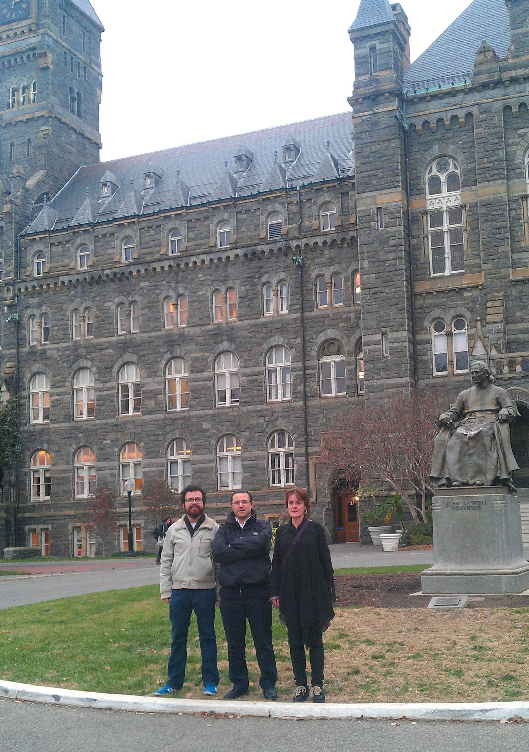 Emilio García Sánchez, junto a investigadores del Institute of Ethics, en la Georgetown University.