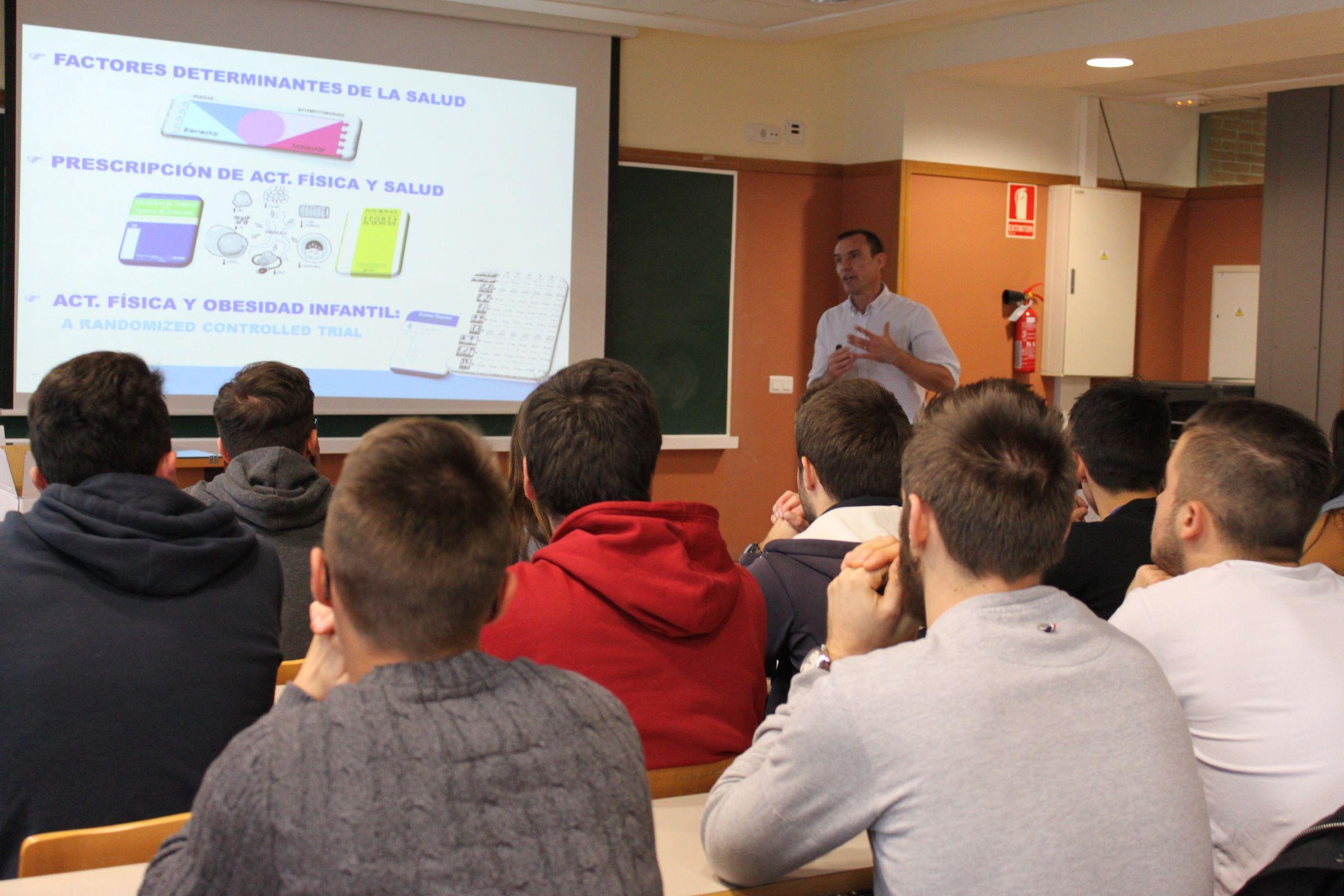 El profesor de la CEU-UCH Juan Francisco Lisón, durante su participación en el ciclo CEU Descubre.
