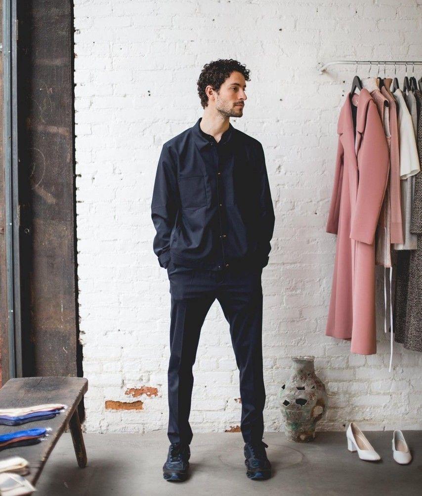 Adrián Salvador, formado en la Escuela de Diseño de la CEU-UCH, director creativo de la colección Onesixone.