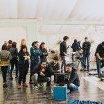 El equipo de Víctor Claramunt, integrado en buena medida por antiguos alumnos de la CEU-UCH, durante una de las sesiones de rodaje de sus fashion films. (FOTO: Natxo Martínez).