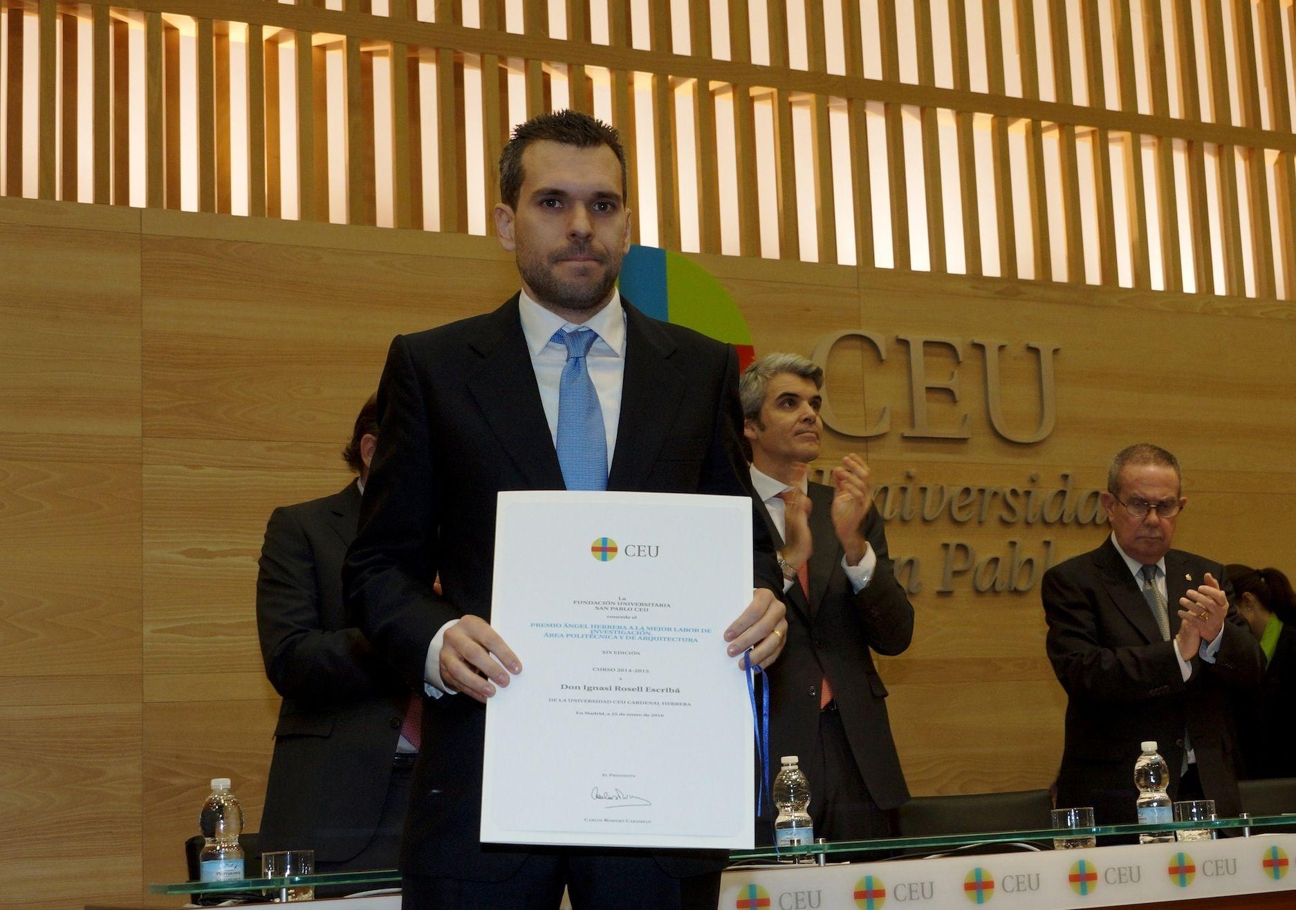 El profesor de la CEU-UCH Ignasi Rosell, tras recoger el Premio Ángel Herrera a la Mejor Labor de Investigación, este lunes en Madrid.