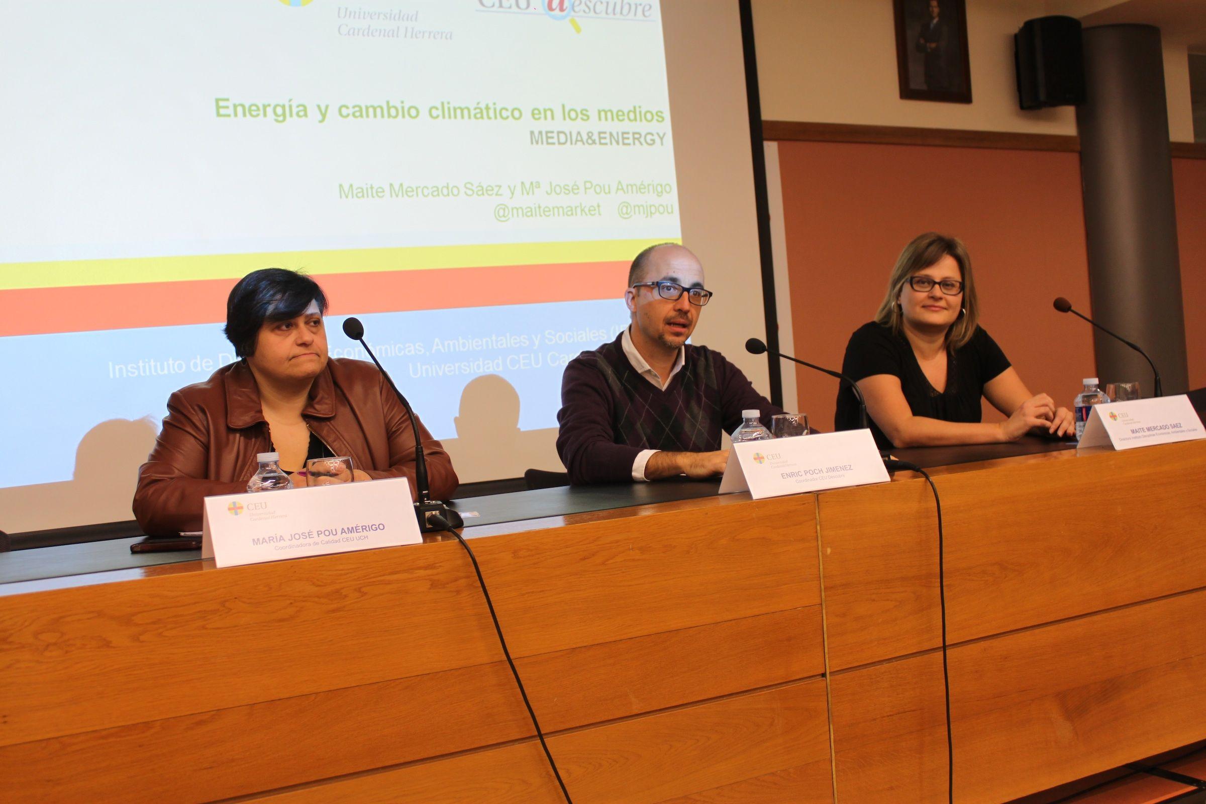 Los profesores María José Pou, Enric Poch, coordinador de CEU Descubre, y Maite Mercado, investigadora principal del Grupo Media & Energy de la CEU-UCH.
