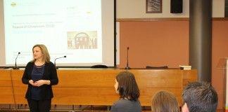 La profesora de la CEU-UCH Elvira García de Torres, directora de OIMED en el research showroom de presentación de las líneas de investigación del Observatorio.