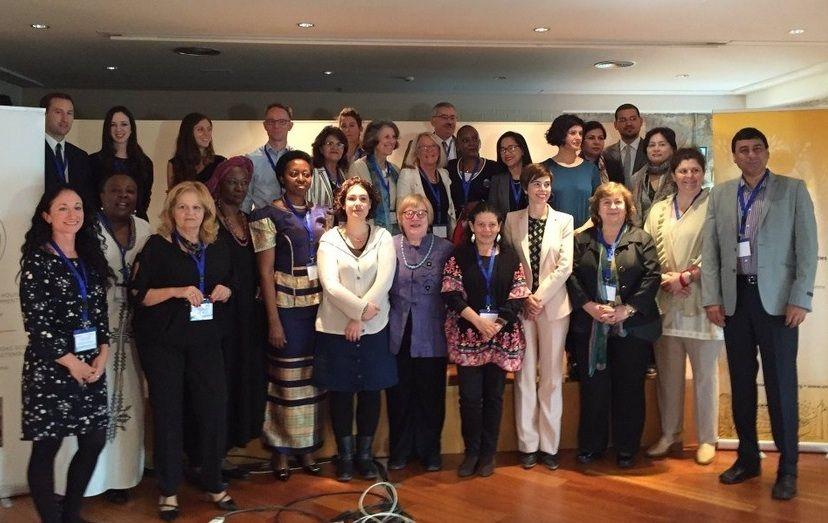 La profesora de la CEU-UCH Ruth Abril, segunda por la derecha, con los expertos convocados por UN Habitat.