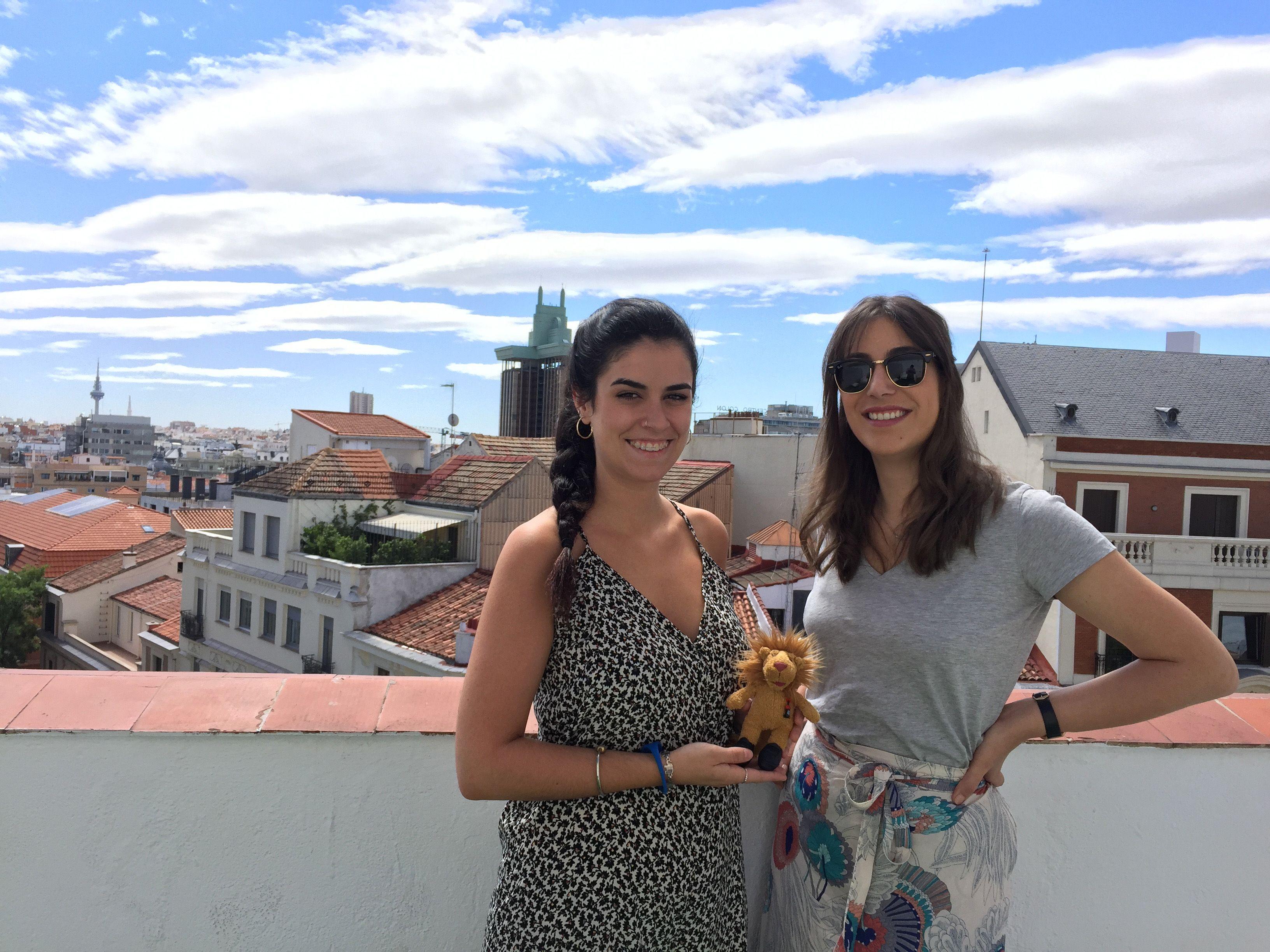 carla y marta ceu en terraza publips