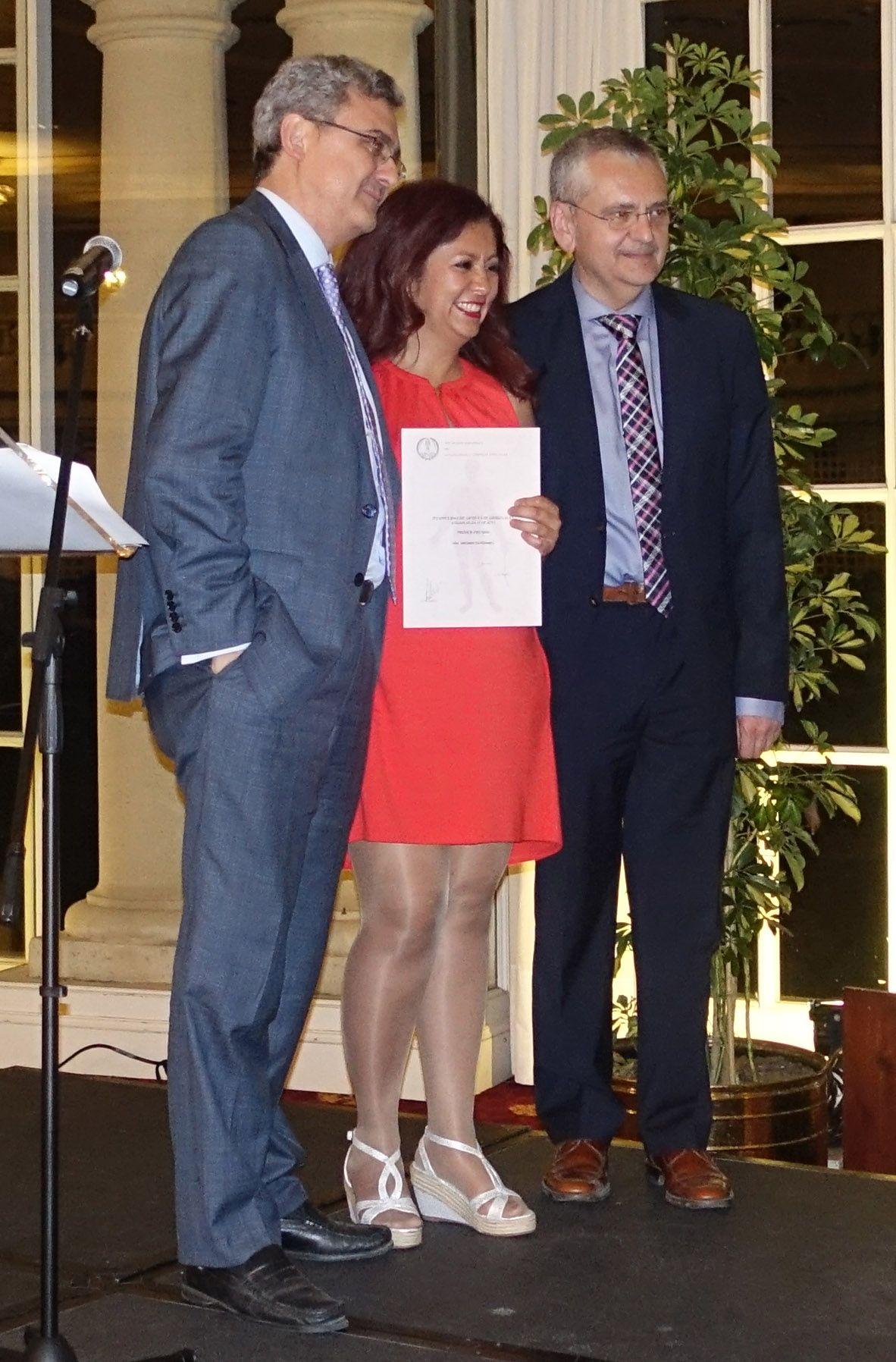 La doctora Briones recogió el jueves el premio de la Sociedad Española de Angiología y Cirugía Vascular a la prueba diagnóstica diseñada junto al estudiante de la CEU-UCH Manuel Sos.