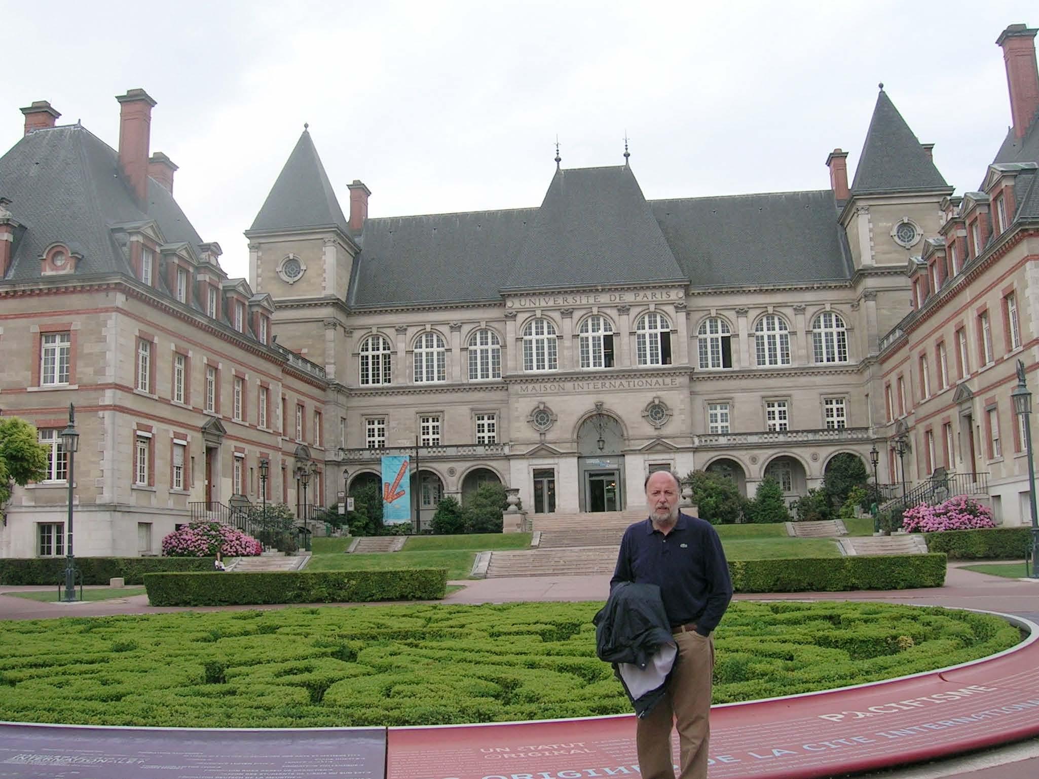 El catedrático de la CEU-UCH Miguel Herráez, durante su última estancia de investigación en la École Normale Supérieure de París.