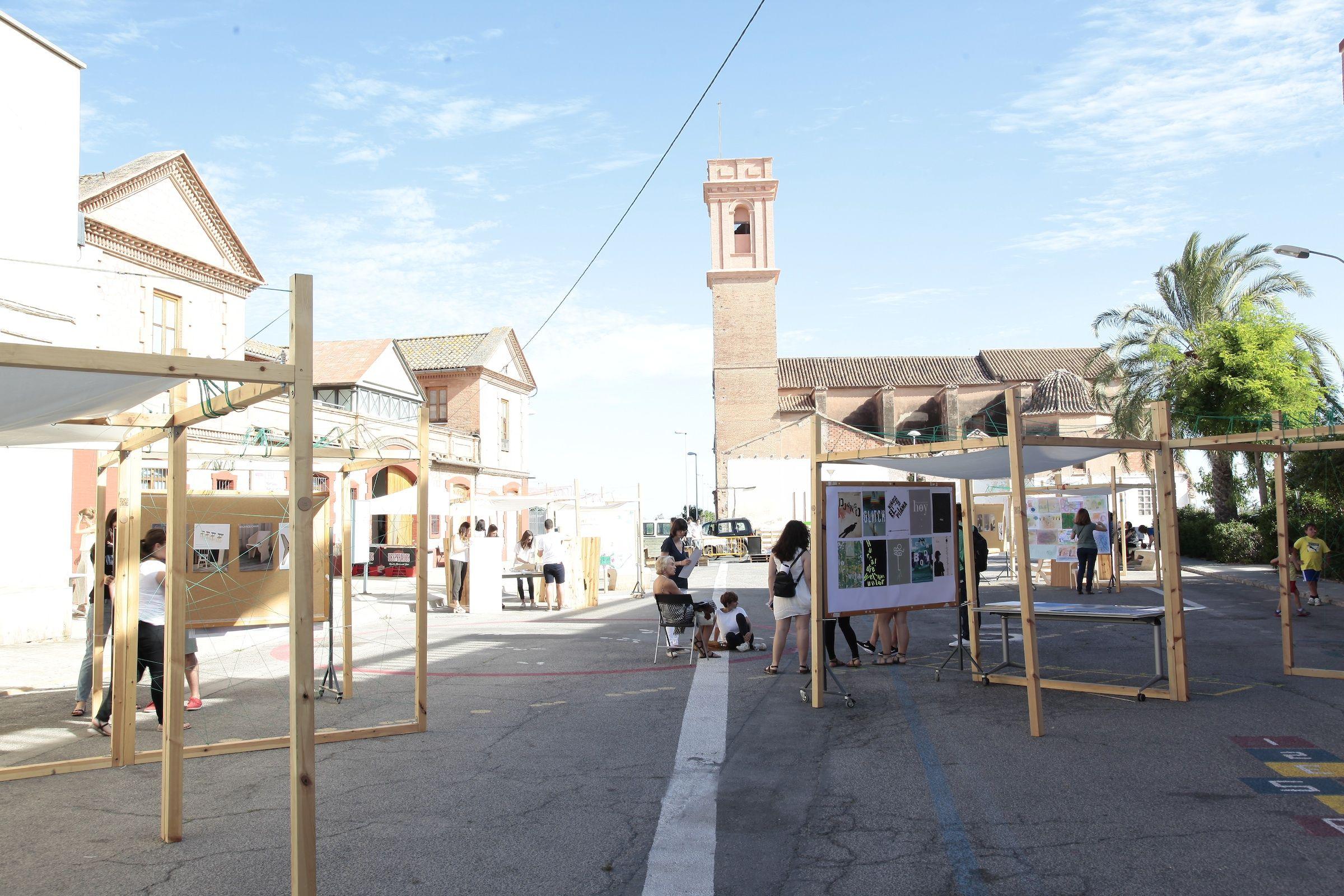 Exposición de los mejores trabajos de Diseño de la ESET, en la plaza SantBertomeu 47A78.
