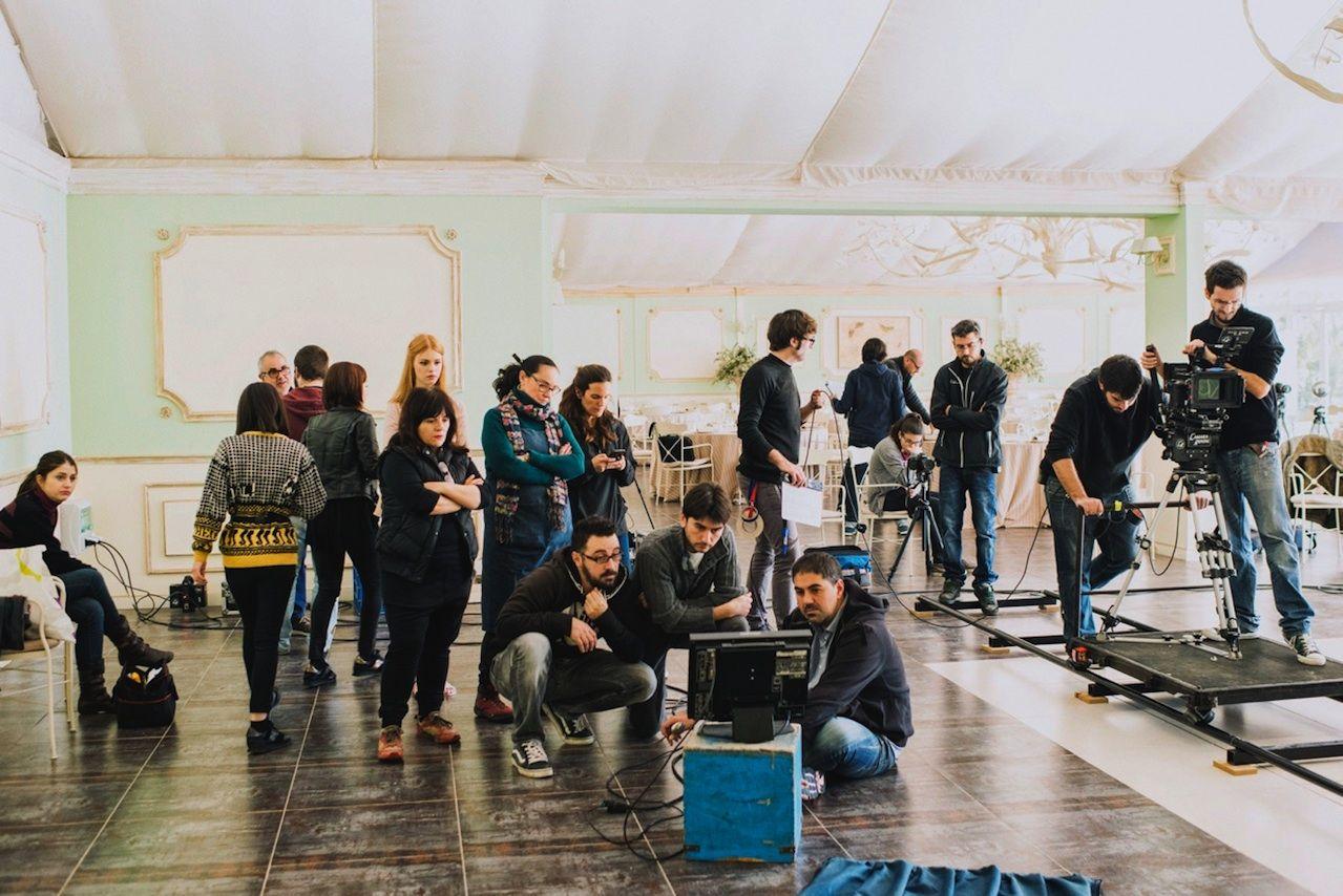 """El equipo de Víctor Claramunt, integrado en su mayor parte por profesionales de la CEU-UCH, durante el rodaje de """"Breaking rules"""", su fashion film más premiado internacionalmente."""