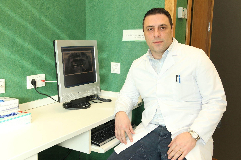 El profesor de Dentistry de la CEU-UCH, Salvatore Sauro, ha dirigido el estudio junto a investigadores de otras tres universidades europeas.