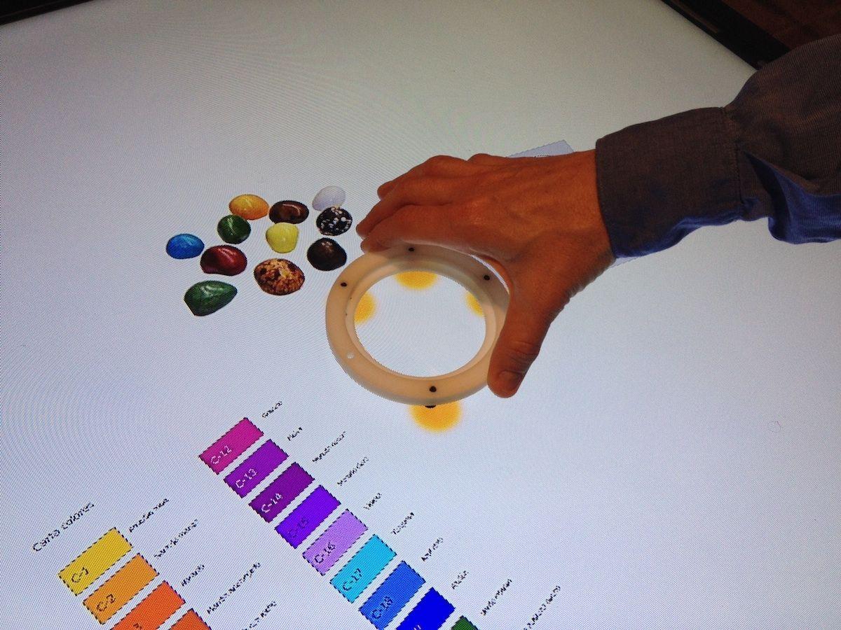 El diseño de 'tabletop' y de los manipuladores tangibles mediante tecnología de marco óptico de la CEU-UCH, la UPV y la University of Houston.
