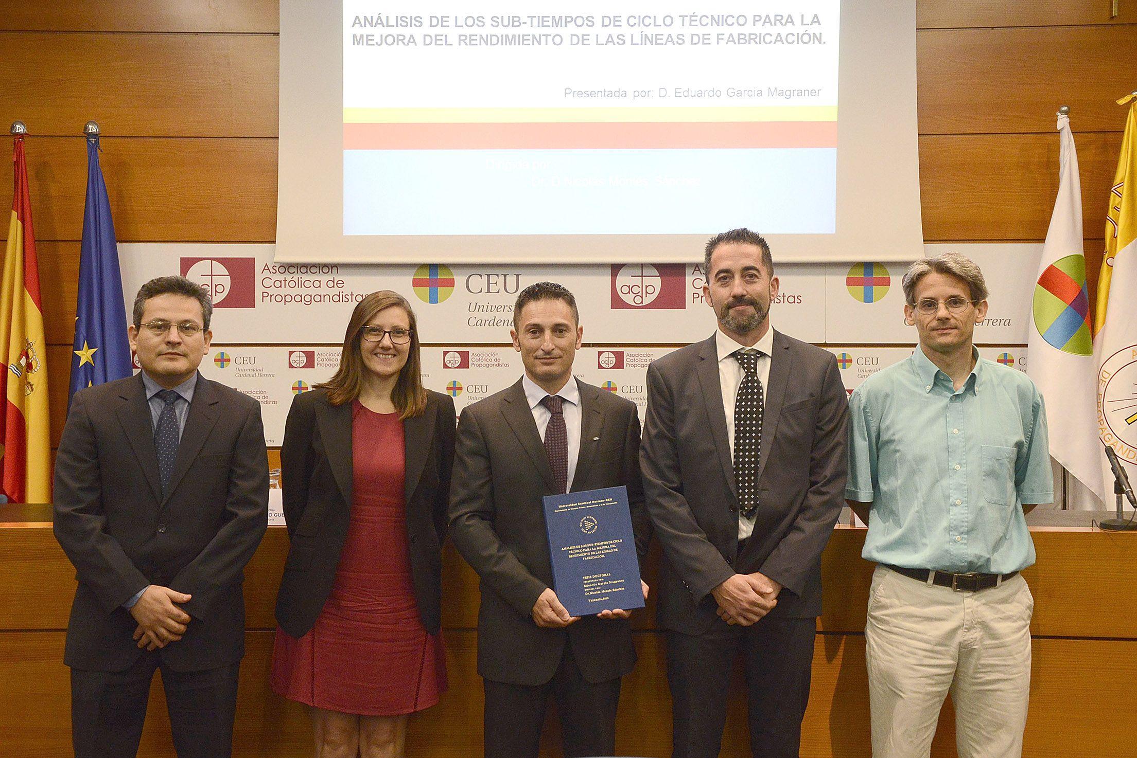 Los miembros del tribunal junto al autor y al director de la tesis. De izquierda a derecha, Ubaldo Pineda, Nuria Rosillo, Eduardo García Magraner, Nicolás Montes y Luis Gracia Calandín.
