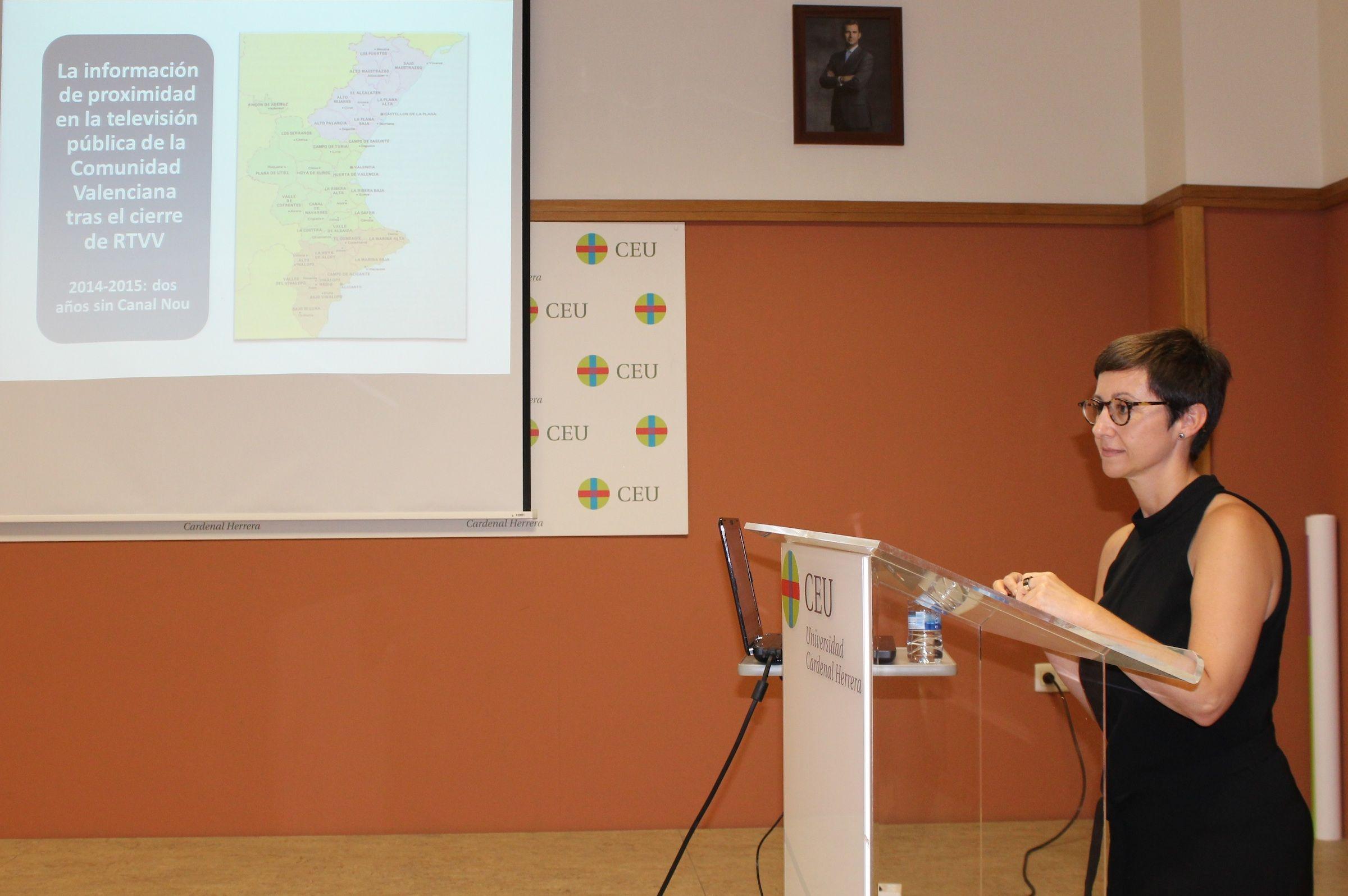 María José Escuder, licenciada en Periodismo por la CEU-UCH y redactora de los informativos de Canal 9 durante casi 20 año, durante la defensa de su tesis doctoral.