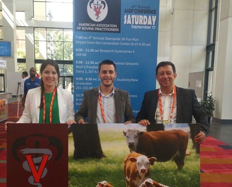 Ainhoa Valldecabres, Marc Pineda y el profesor Ángel García, en la 49th Annual Conference de la AABP, en Charlotte.