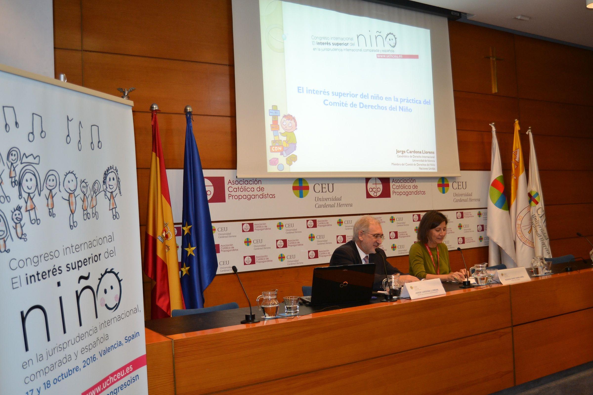 Los catedráticos Jorge Cardona (UV) y Susana Sanz (CEU-UCH), en la ponencia inaugural.
