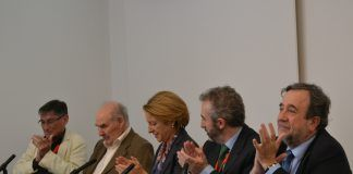 Adriá Casinos, el paleontólogo Emiliano Aguirre, la rectora de la CEU-UCH Rosa Visiedo, Jesús Catalá y Javier Castellanos, durante el homenaje a Aguirre en el CEU.