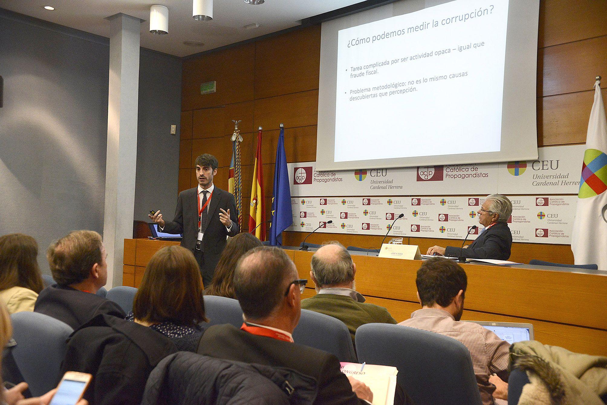 El politólogo Pablo Simón, editor de Politikon, ha abierto las sesiones del Congreso.