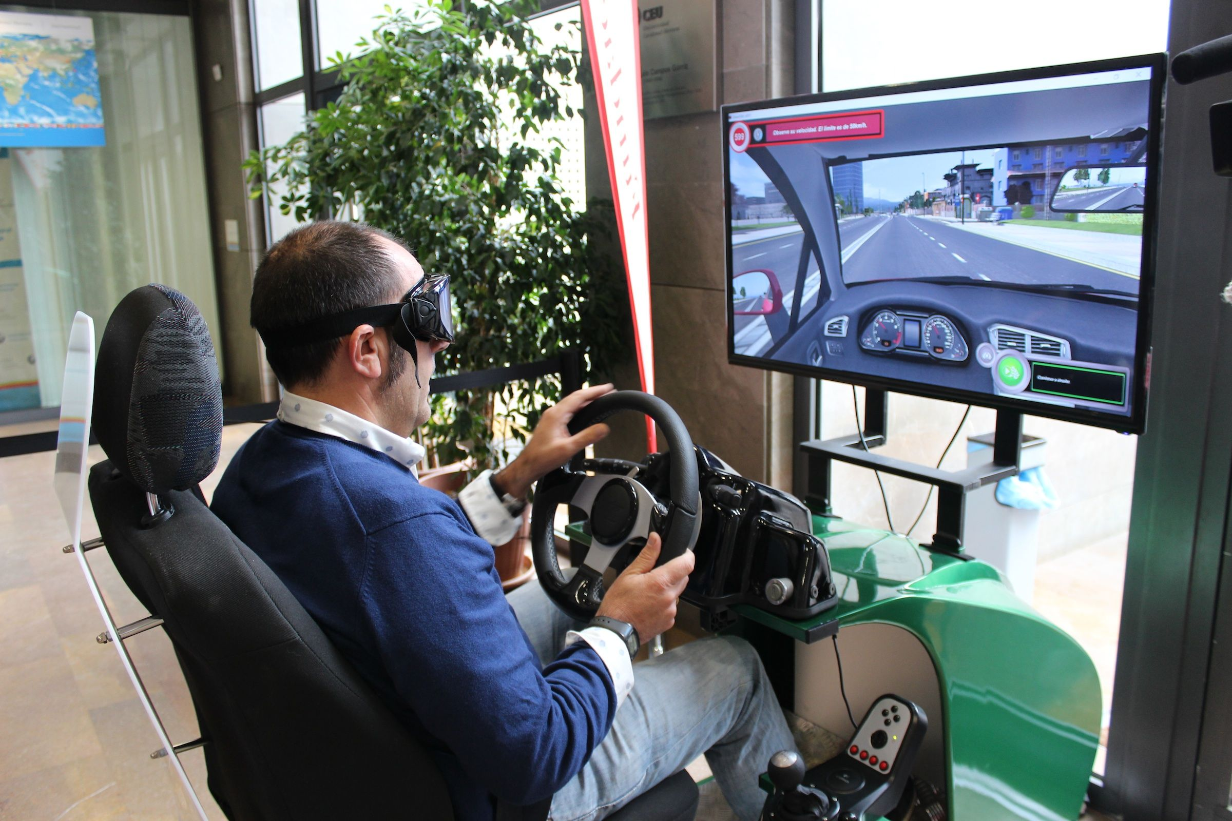 Experiencia de simulación con gafas de realidad virtual, organizada por Ford, para experimentar la conducción bajo los efectos de sustancias adictivas.