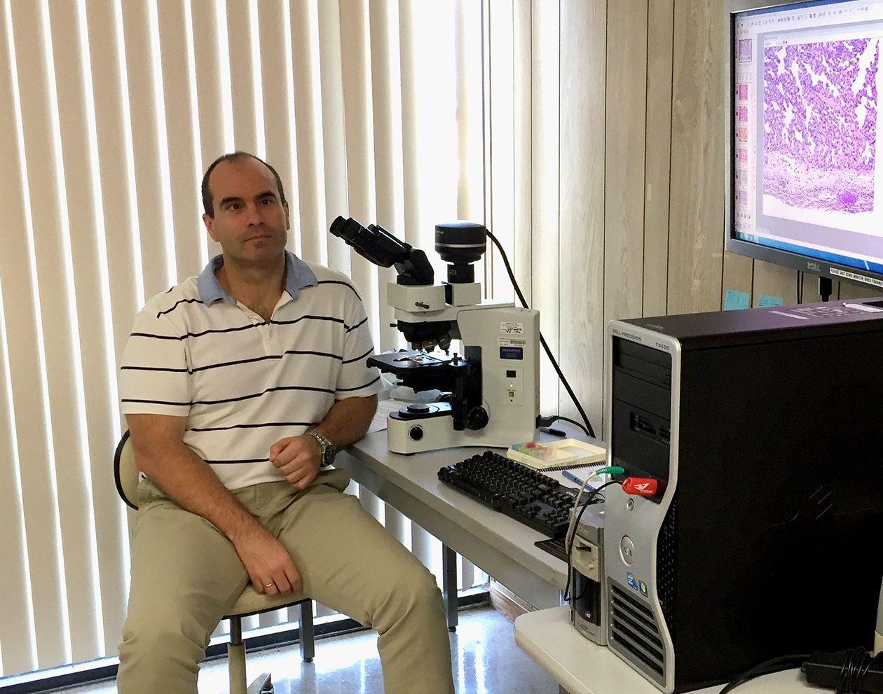 El catedrático Juan Manuel Corpa dirige el Instituto de Ciencias Biomédicas de la CEU-UCH y es presidente de ASESCU.