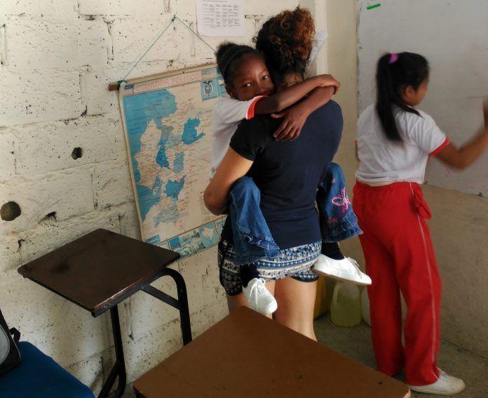 paula-voluntaria-ceu-guayaquil