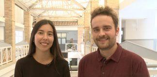 María Kim Esplugues y Agustín García Valverde, fundadores de Totpoc, en la Escuela de Diseño de la CEU-UCH.