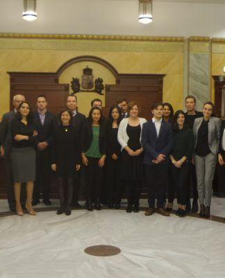 La catedrática Susana Sanz (de negro, en el centro), con el jurado y los participantes en el Concurso Internacional de Derechos Humanos celebrado en el Tribunal Supremo de Hungría.