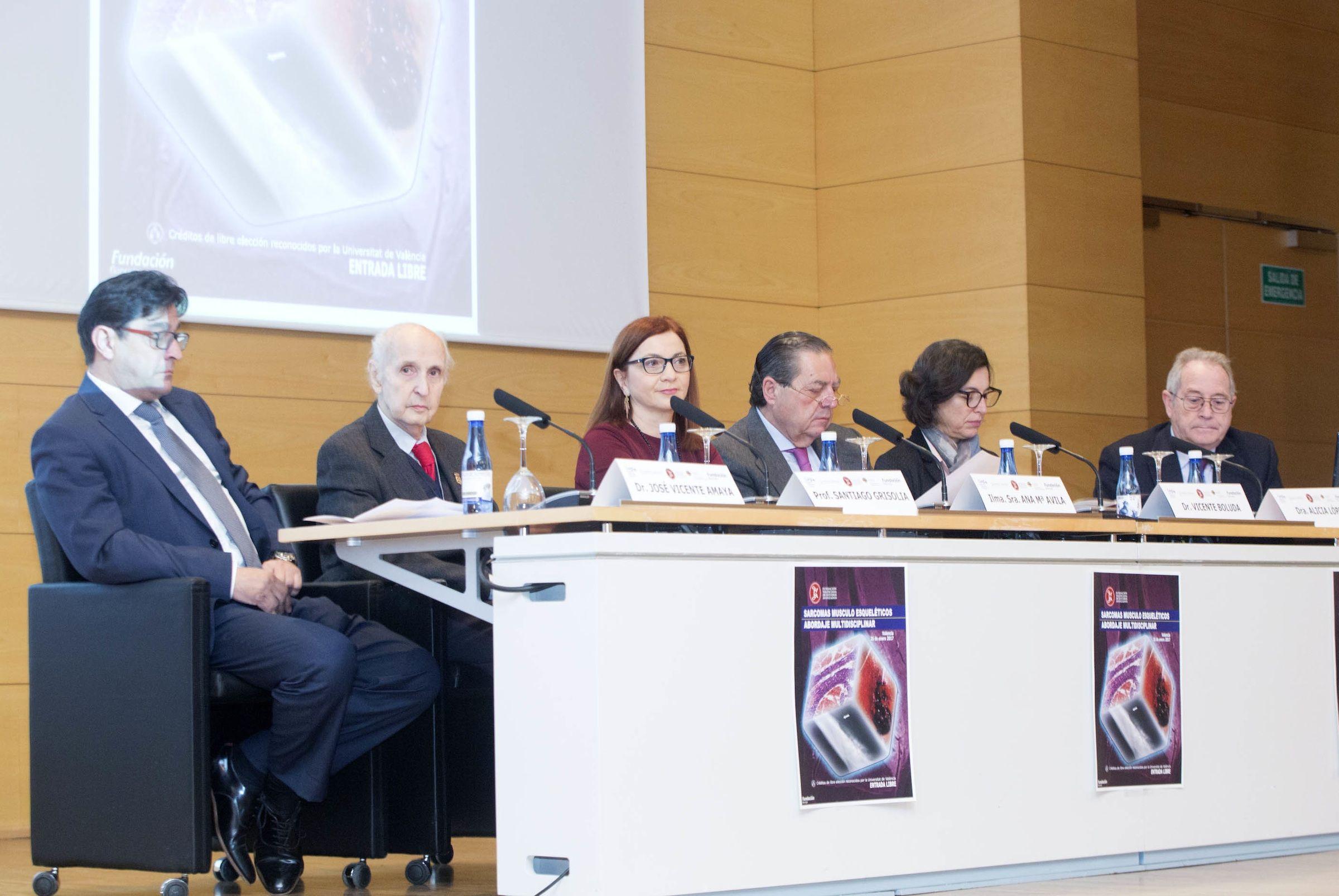El profesor José Vicente Amaya y la decana de la Facultad de Ciencias de la Salud de la CEU-UCH, Alicia López, en la inauguración de la Jornada. Foto: Eva Ripoll (FVEA).