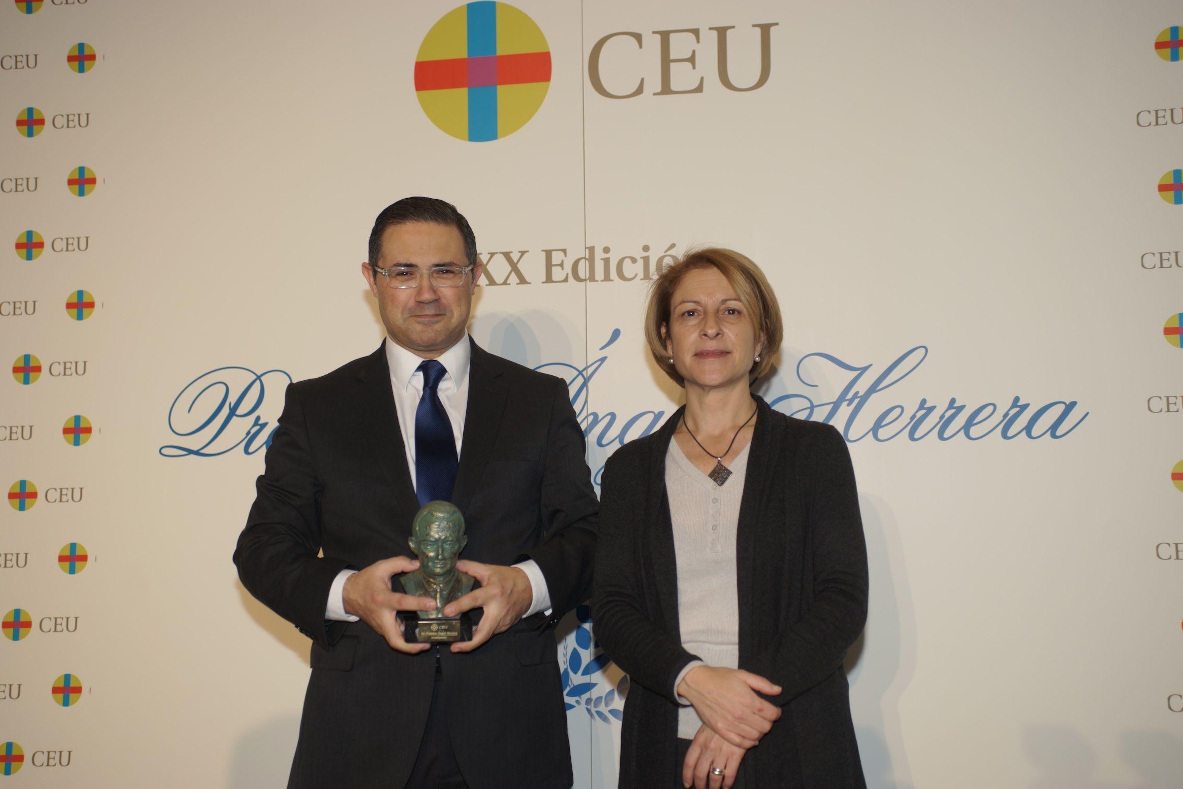 El profesor Emilio García-Sáncez, junto a la rectora Rosa Visiedo, en el acto de la Festividad de la Conversión de San Pablo celebrado en Madrid.