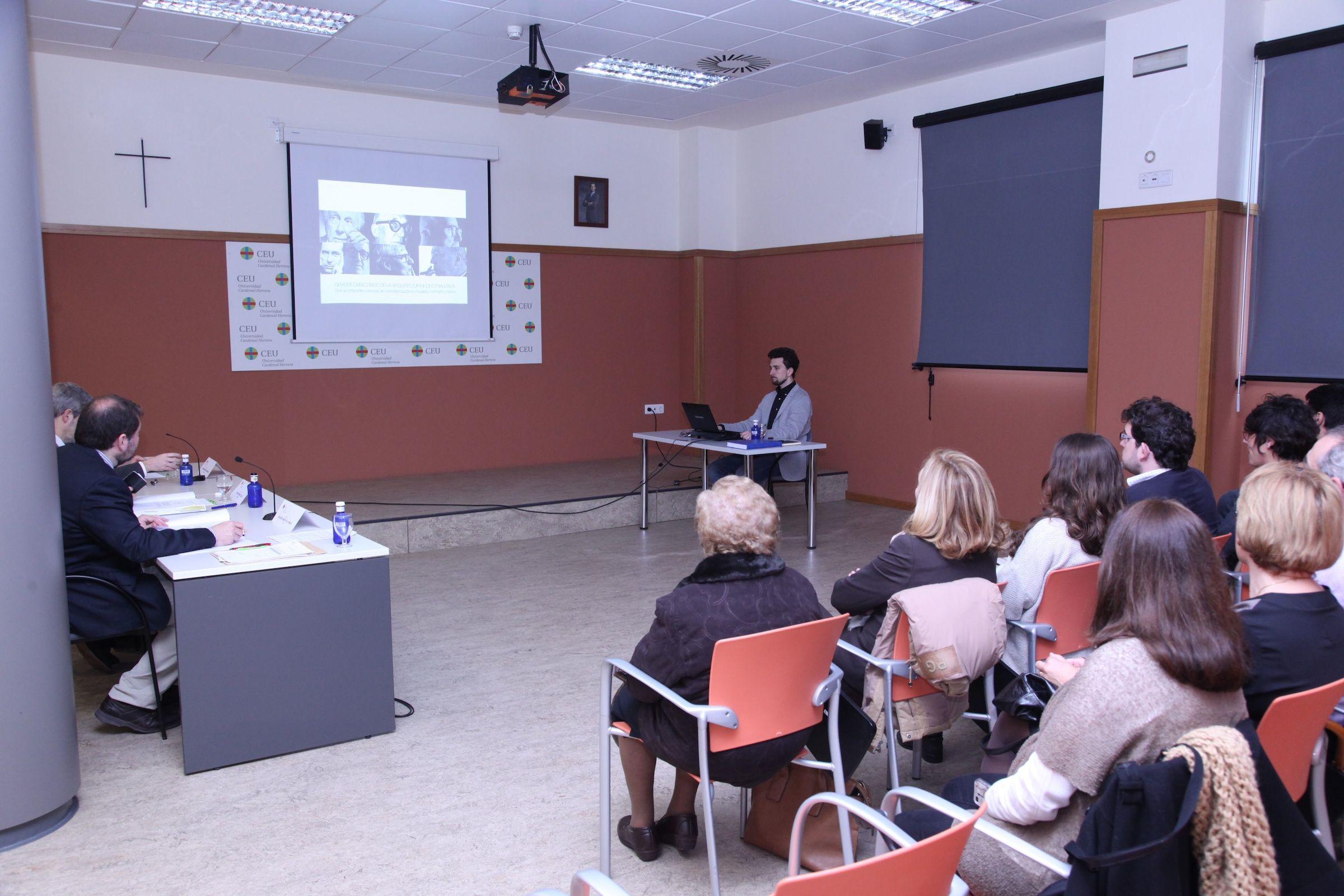Defensa de la tesis de Bartolomé Serra, en el Salón de Grados de la CEU-UCH.