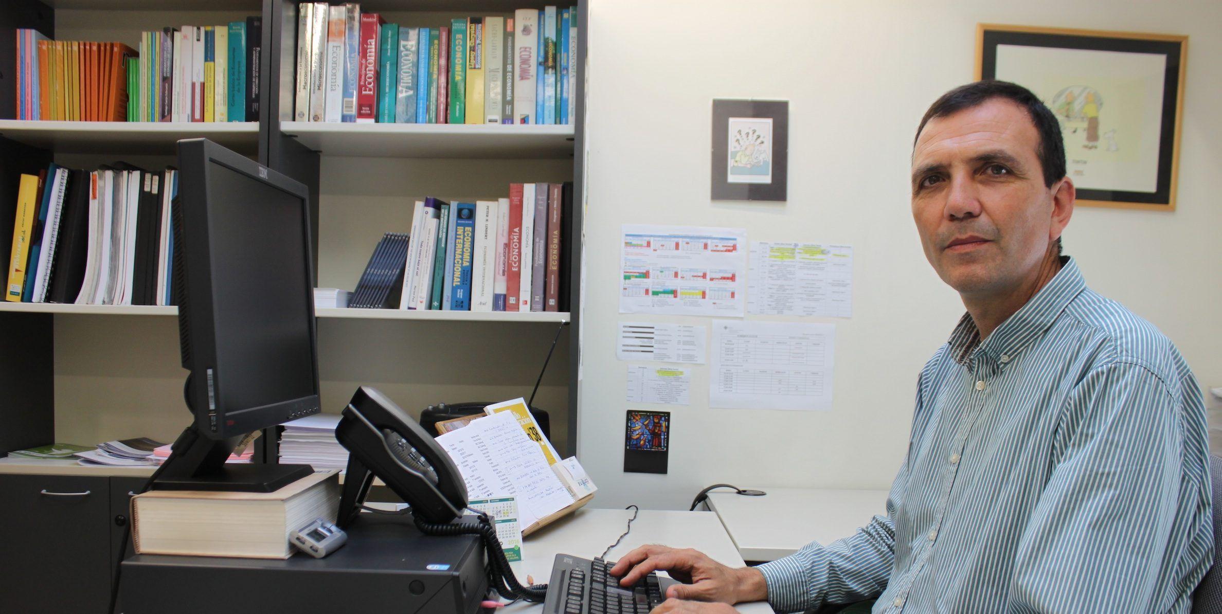 El profesor Enrique Lluch Frechina, director del Departamento de Economía y Empresa de la CEU-UCH.