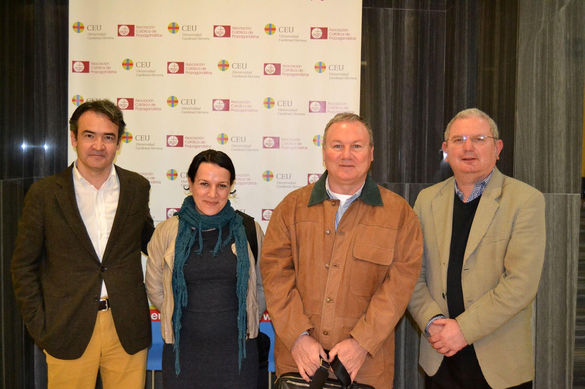 Integrantes del Grupo de Investigación en Democracia deliberativa, comunicación y ciudadanía de la CEU-UCH.