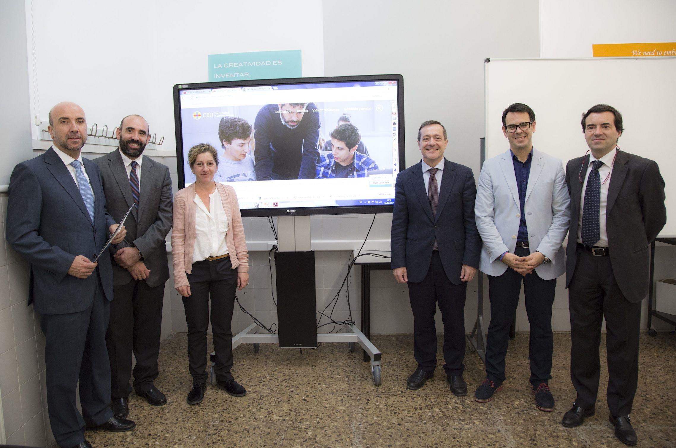 Miembros del equipo de gobierno del CEU-UCH y directivos del Grupo Infortisa, tras la firma del acuerdo.