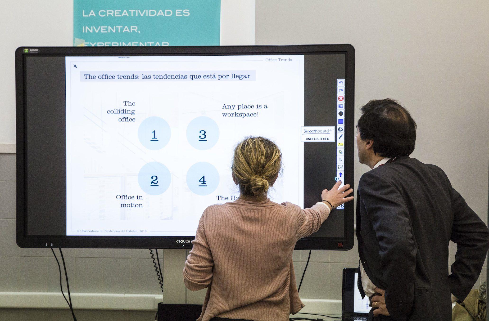 Los displays interactivos CTOUCH son pantallas multitáctiles de alta definición, con tecnología Plug&Play.