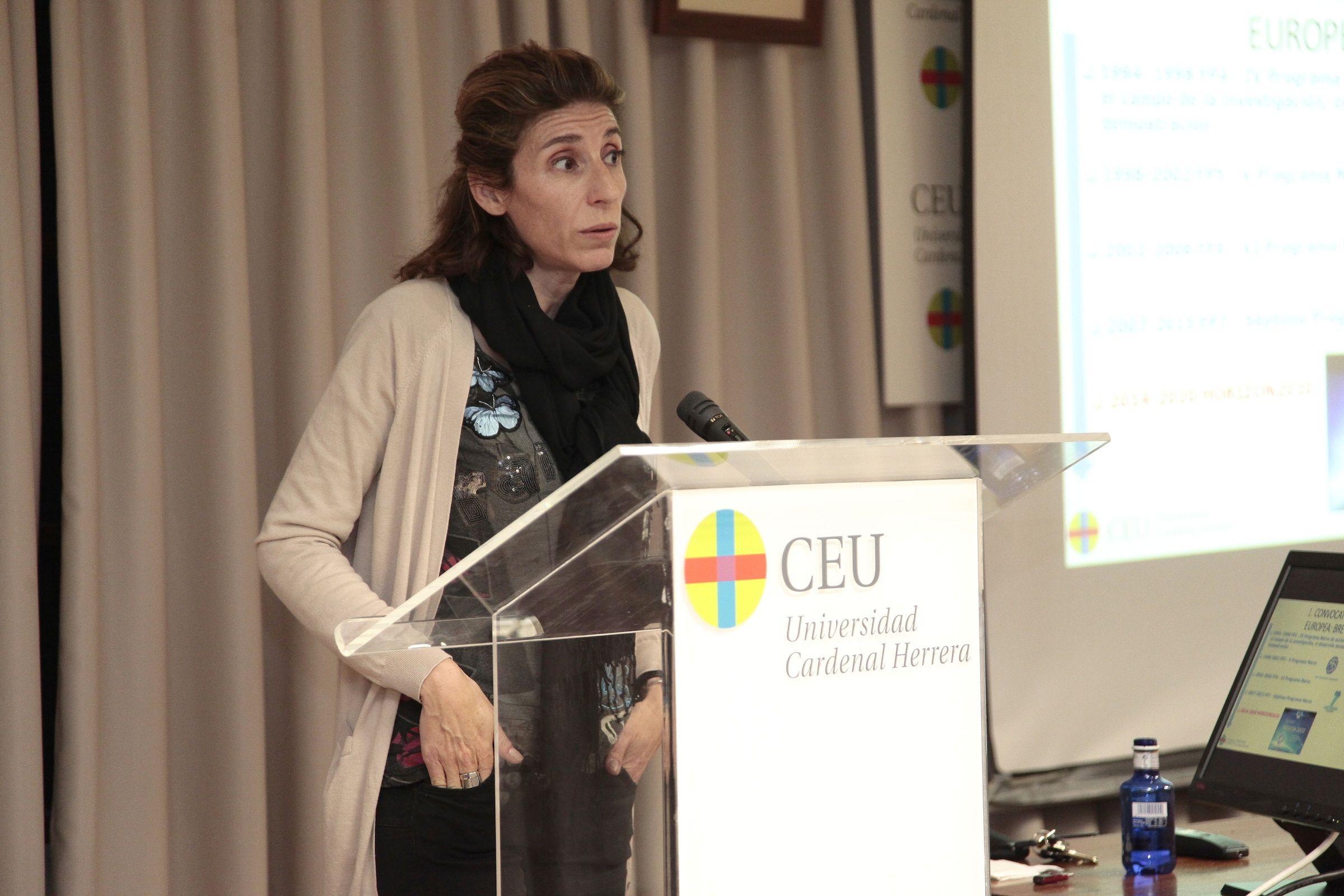 Eugenia Flores, de la OTRI del CEU-UCH, durante la presentación del Programa H2020.