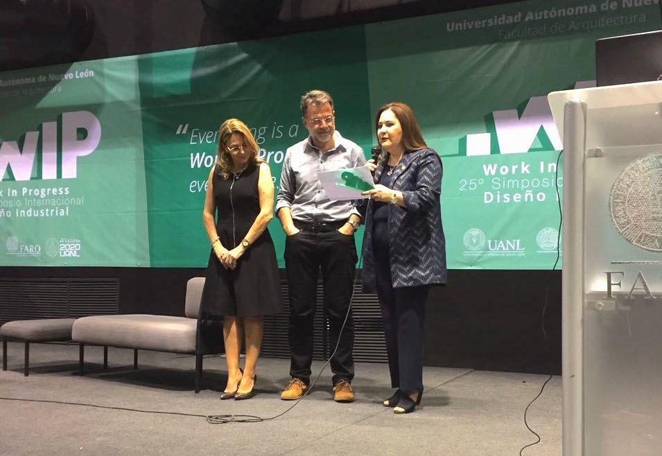 El profesor del CEU Manuel Bañó, invitado a clausurar el XXV Simposio Internacional de Diseño Industrial en la UANL de Monterrey (México).