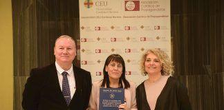 Hugo Aznar, profesor del CEU-UCH, la autora de la tesis, Amparo Suay, y la profesora Àngels Álvarez.