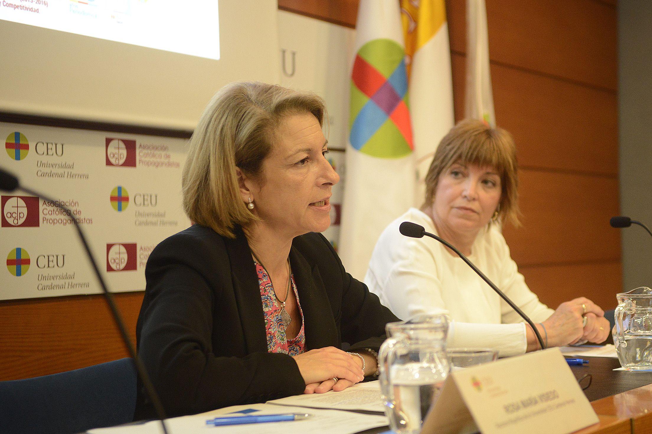 La rectora Rosa Visiedo y la directora general Empar Marco, en la clausura de las Jornadas sobre el futuro del audiovisual valenciano, celebradas en el CEU.